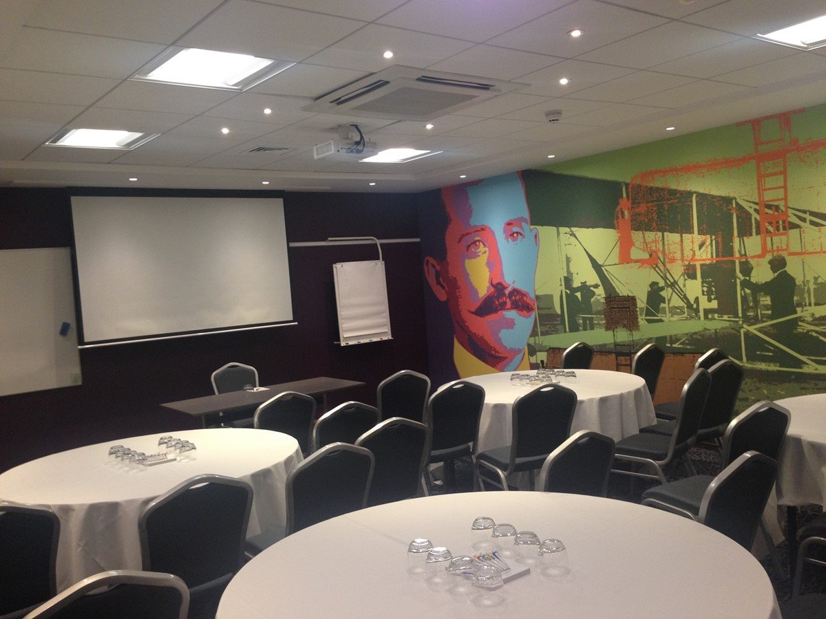 London Meeting Rooms With Projector