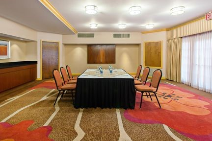 Meeting Rooms At Hilton Garden Inn Valencia Six Flags, 27710 The Old Road,  Valencia, California, 91355, United States   Meetingsbooker.com